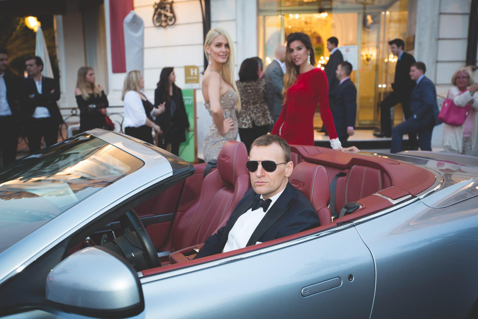 Daniel Craig doppleganger in Aston Martin in front of Le Negresco