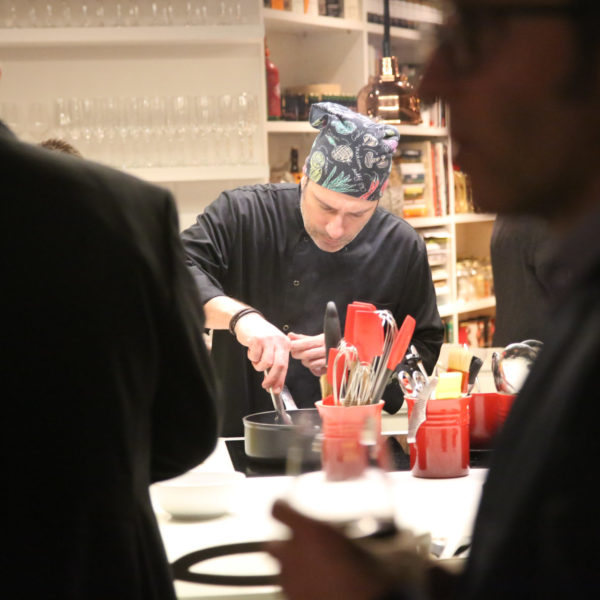 Private chef show cooking during a networking event in Barcelona during MWC