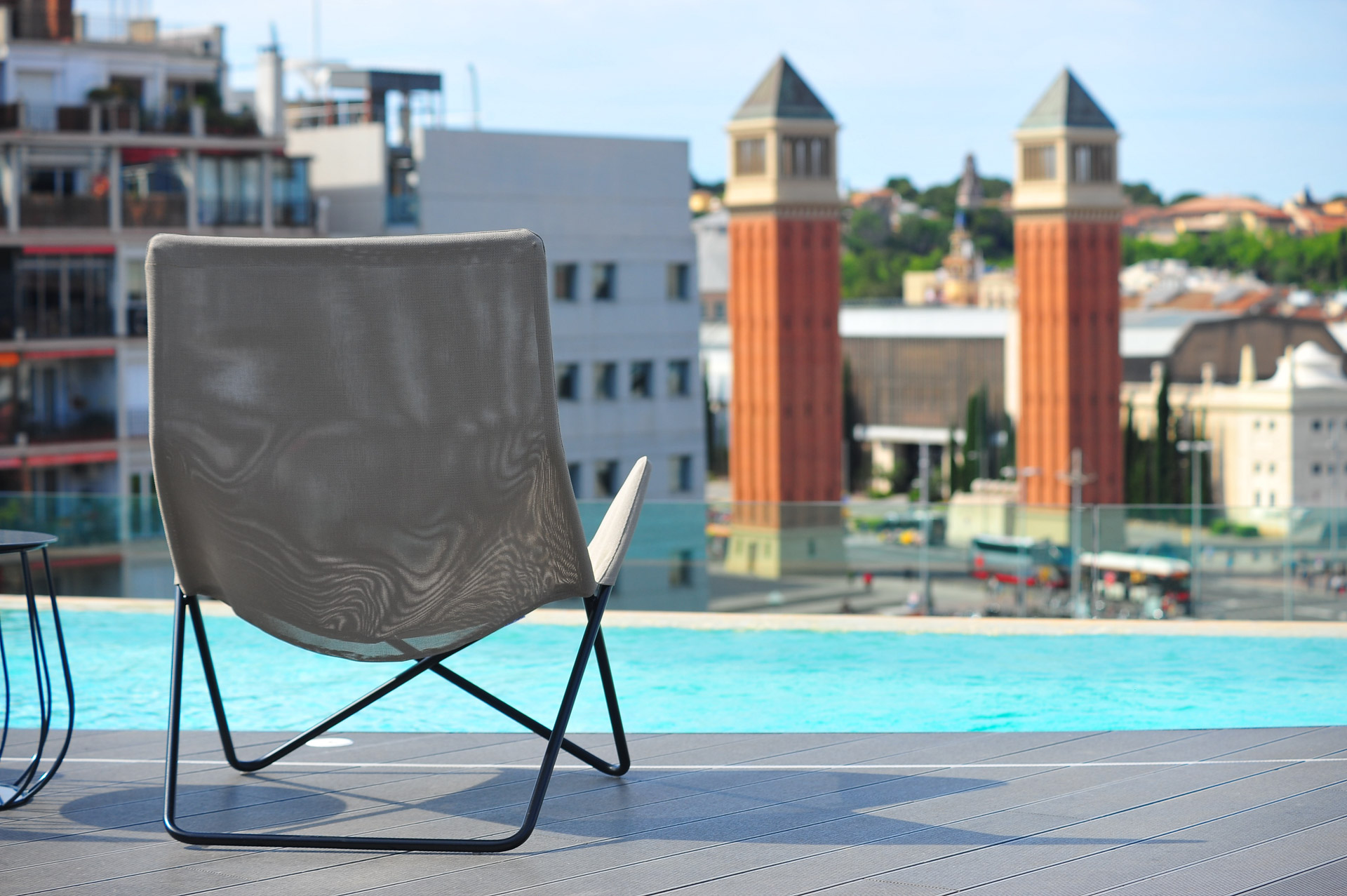 Rooftop view hotel palca d'espanya with swimming pool