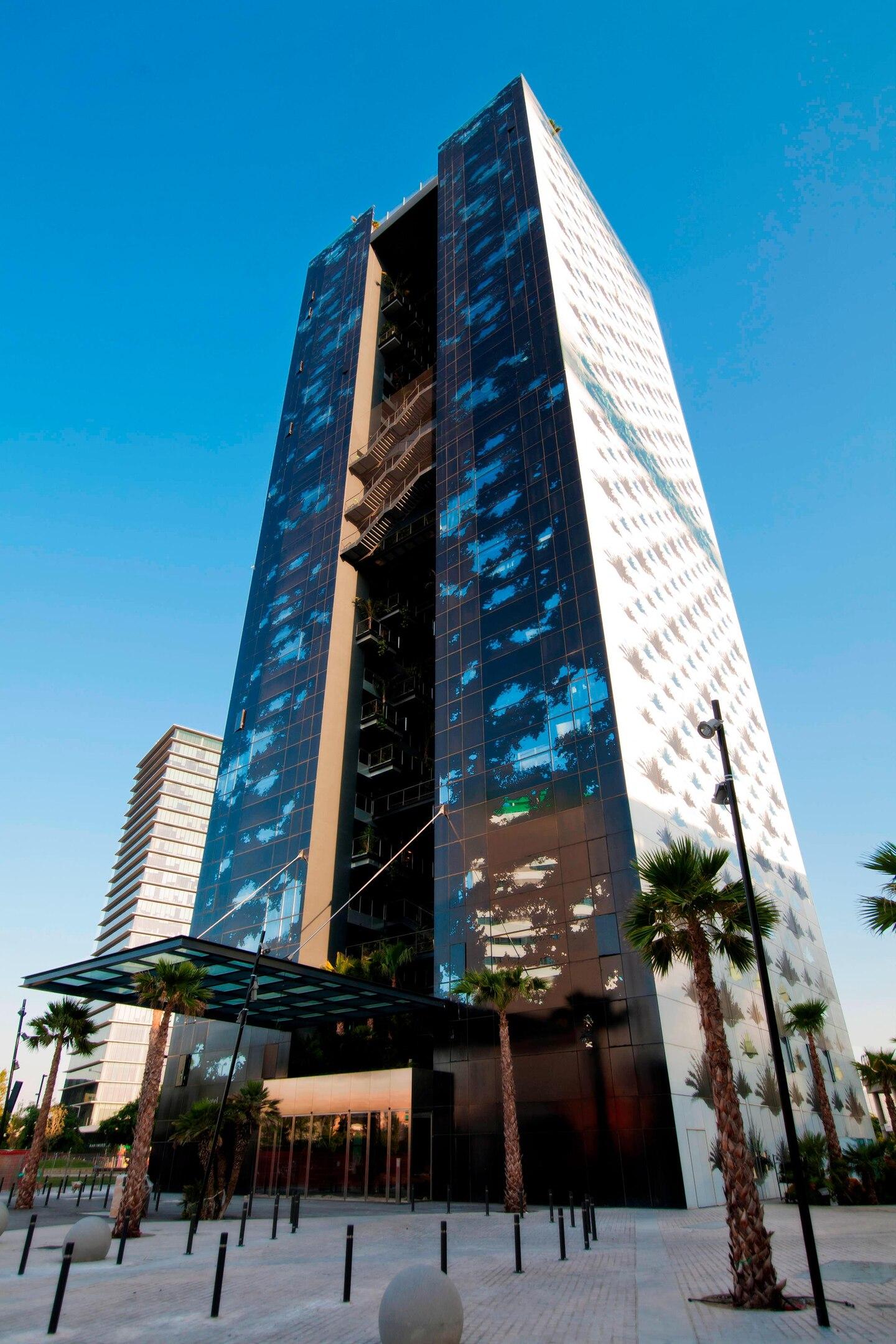 Hotel street view strategically located near the Fira Gran Via convention center