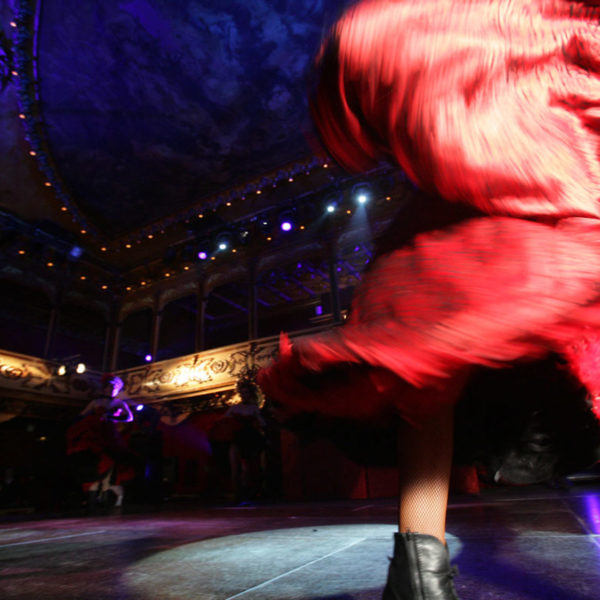Moulin rouge theme ons tage in Barcelona